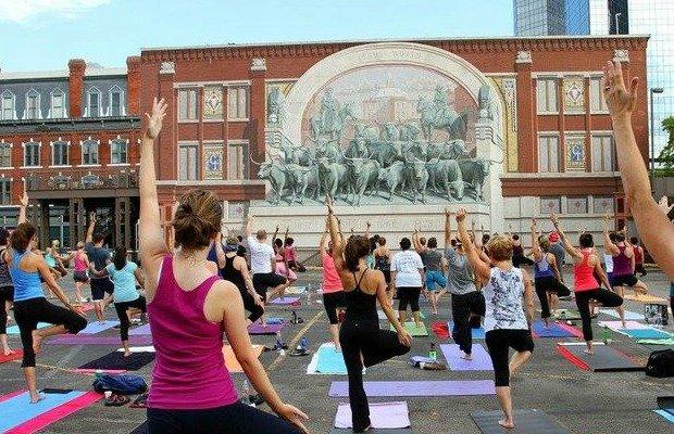 Yoga in the Square.jpg.jpe