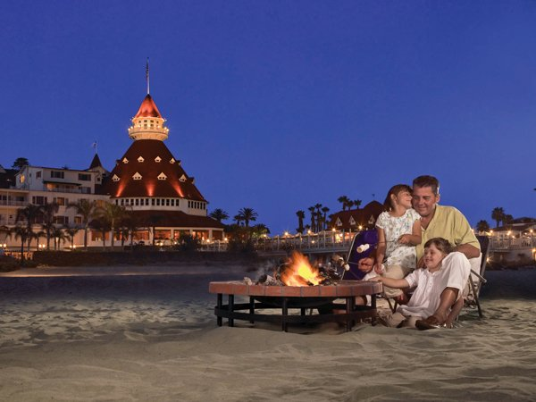 Hotel-del-Coronado-smores-on-the-beach_small2.jpg.jpe