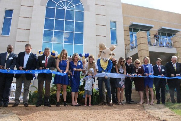 Lou Martin cuts ribbon on Texas Wesleyan University Center