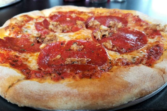 Inferno's pepperoni and garlic - online - fwtx.jpg