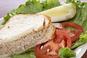 Chopped Liver Sandwich-002.jpg.jpe