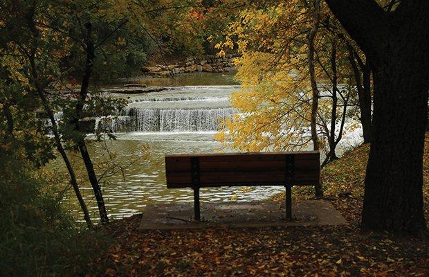Waterfalls bench.jpg.jpe
