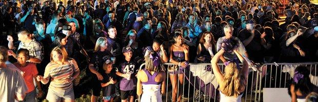 crowd.jpg.jpe