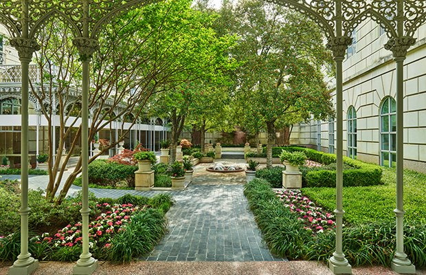 crescentcourt_courtyard1_16335.jpg.jpe